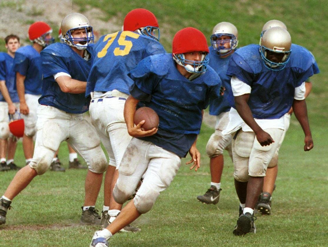 Tyler Springer runs a play during a practice at Maine-Endwell high school for 1999 High School Football preview.
