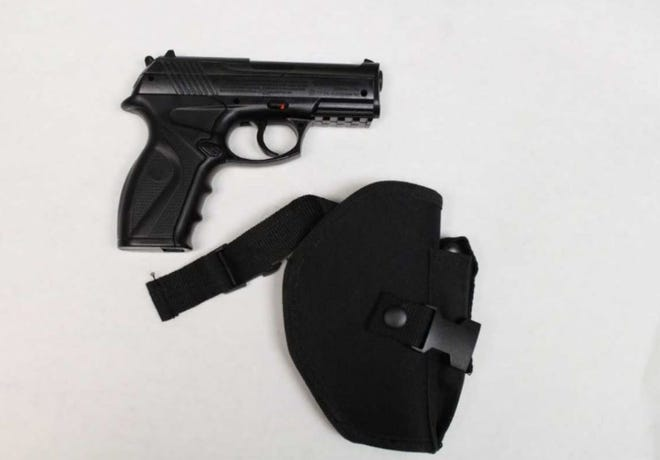 A BB pistol that closely resembled an actual 9 mm handgun was found in the vehicle of a man police said threatened a shooting at Tri-County Mall.