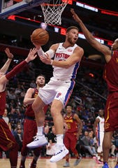 Blake Griffin looks to pass against the Cavaliers during the second half.