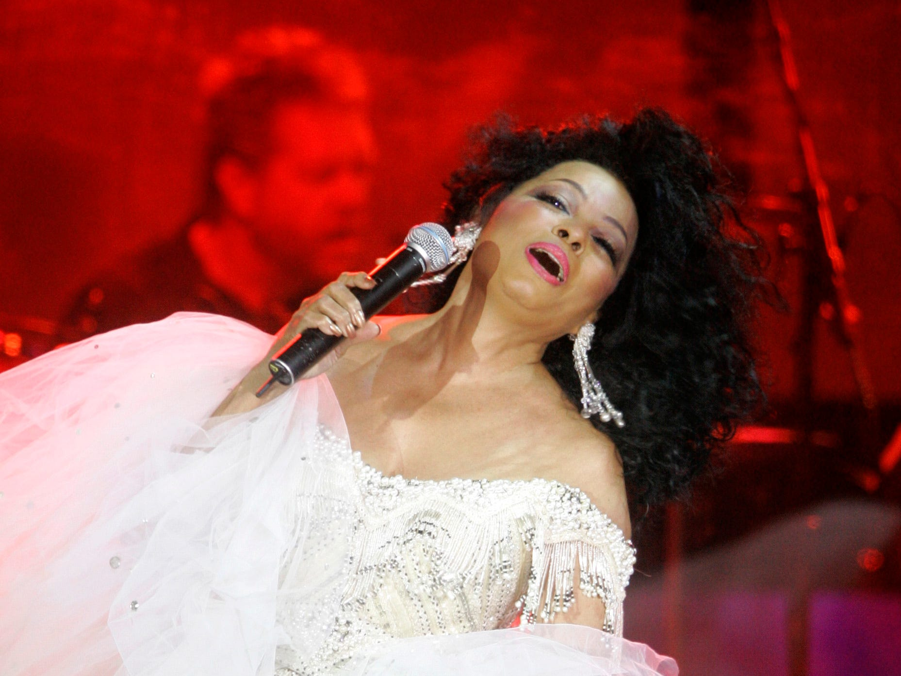 Diana Ross performs at Muhammad Ali's Celebrity Fight Night XIII in Phoenix, Arizona, March 24, 2007.