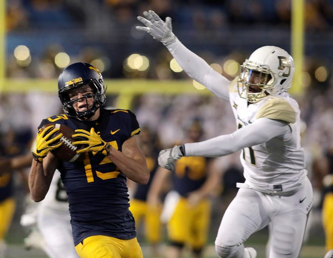 West Virginia wide receiver David Sills V makes a catch while being defend by Baylor cornerback Jameson Houston  during the first half.