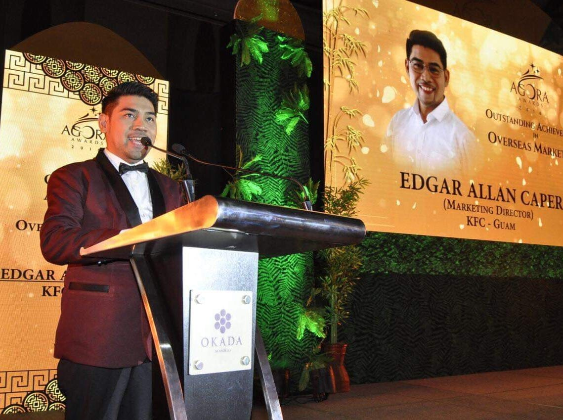 39th Agora Awardee for Outstanding Achievement in Overseas Marketing and KFC Marketing Director Edgar Allan Caper during his acceptance speech.