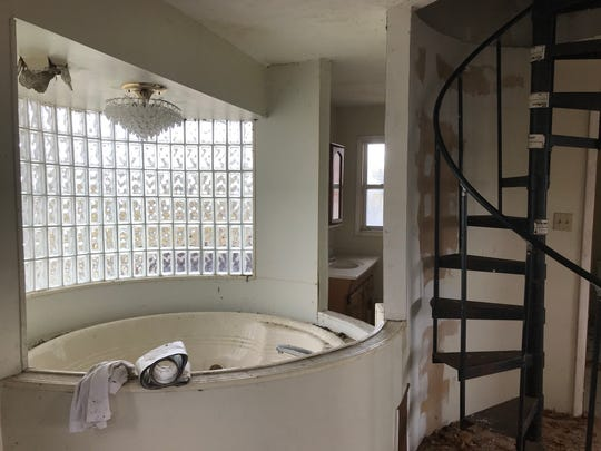 A Jacuzzi bathtub on the third floor of an abandoned house on Billwood Highway in Dimondale on Wednesday, Oct. 24, 2018.
