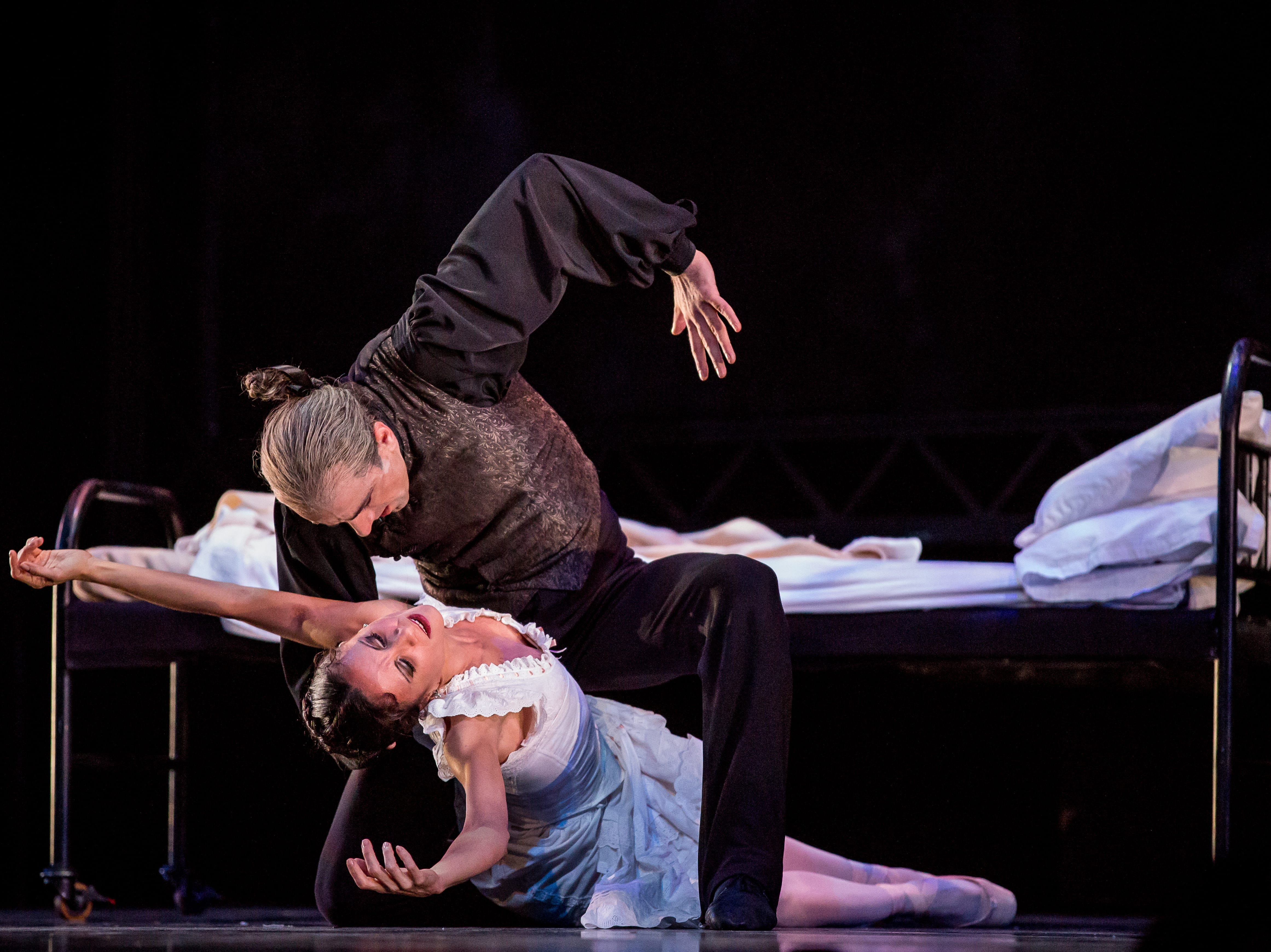 "As the title character, Davit Hovhannisyan makes Luz San Miguel swoon in Milwaukee Ballet's ""Dracula."""