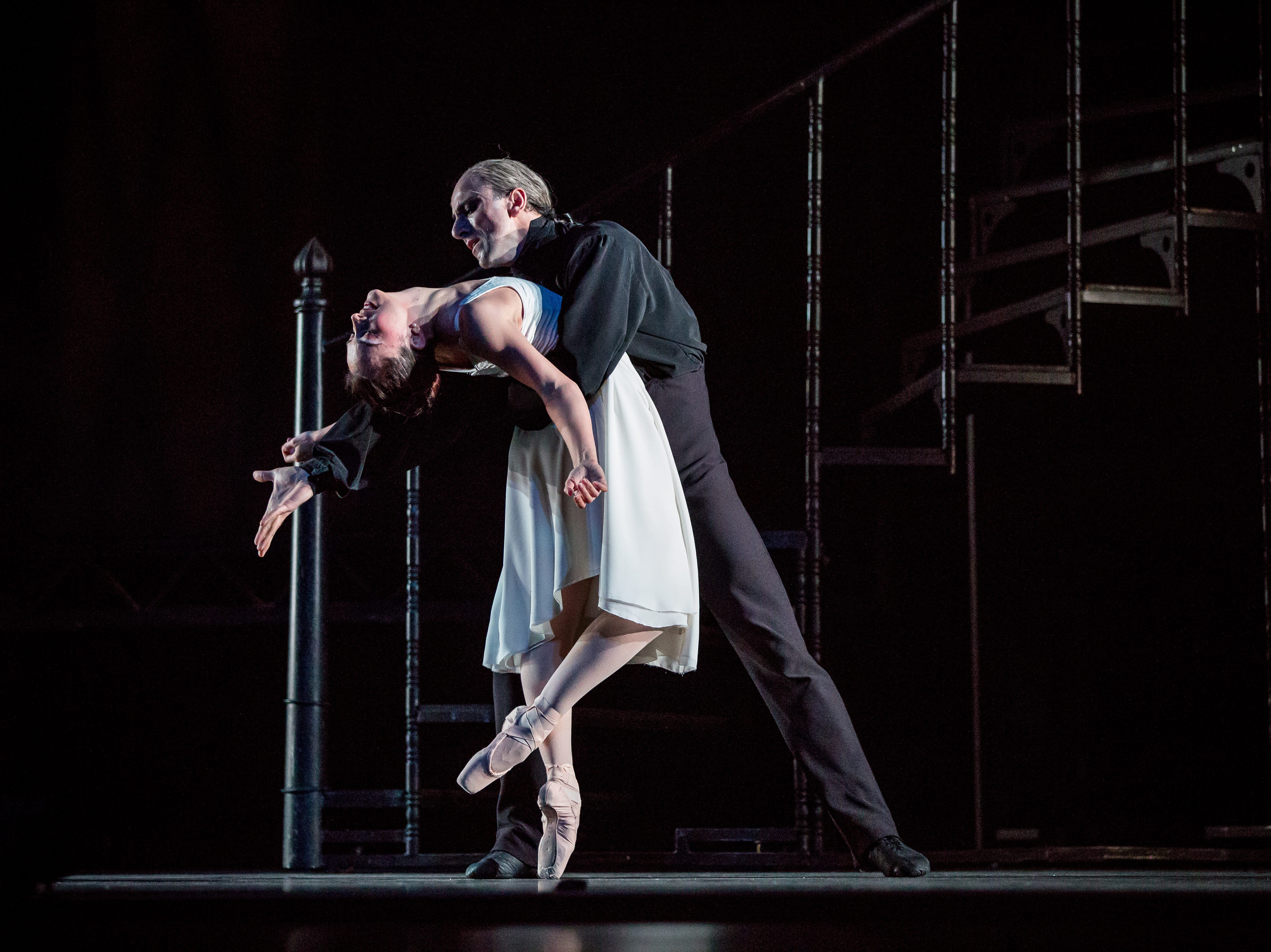 "Davit Hovhannisyan bends Nicole Teague-Howell to his will in Milwaukee Ballet's ""Dracula."""