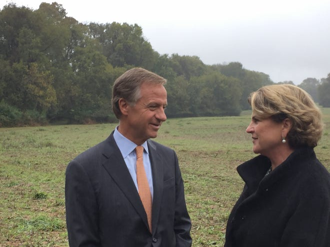 Gov. Bill Haslam speaks with Frances B. Spradley, past regent of the Andrew Jackson Foundation. The state has transferred ownership of 460 acres once owned by Andrew Jackson to the foundation at The Hermitage.