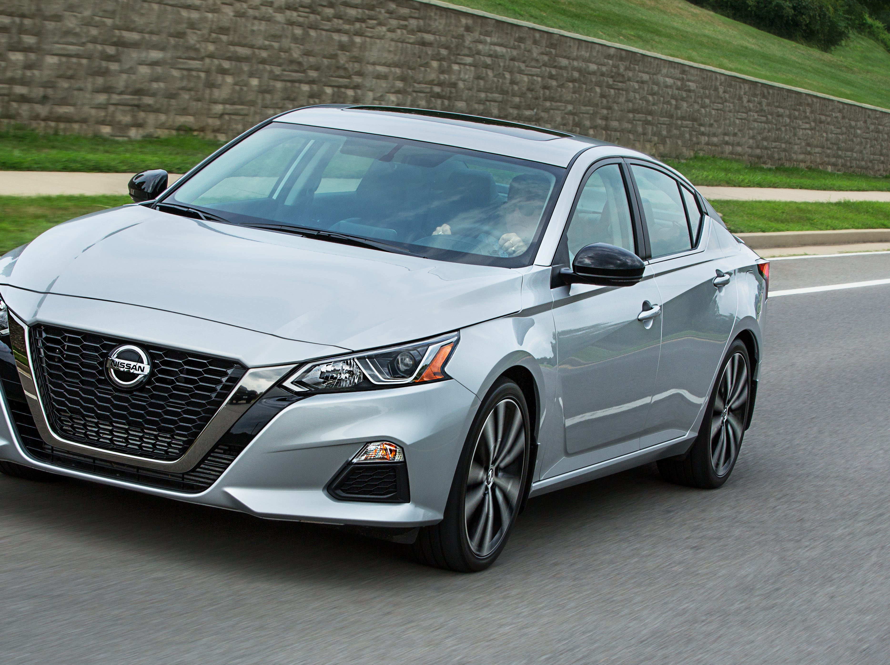 Nissan targets young professionals with Altima