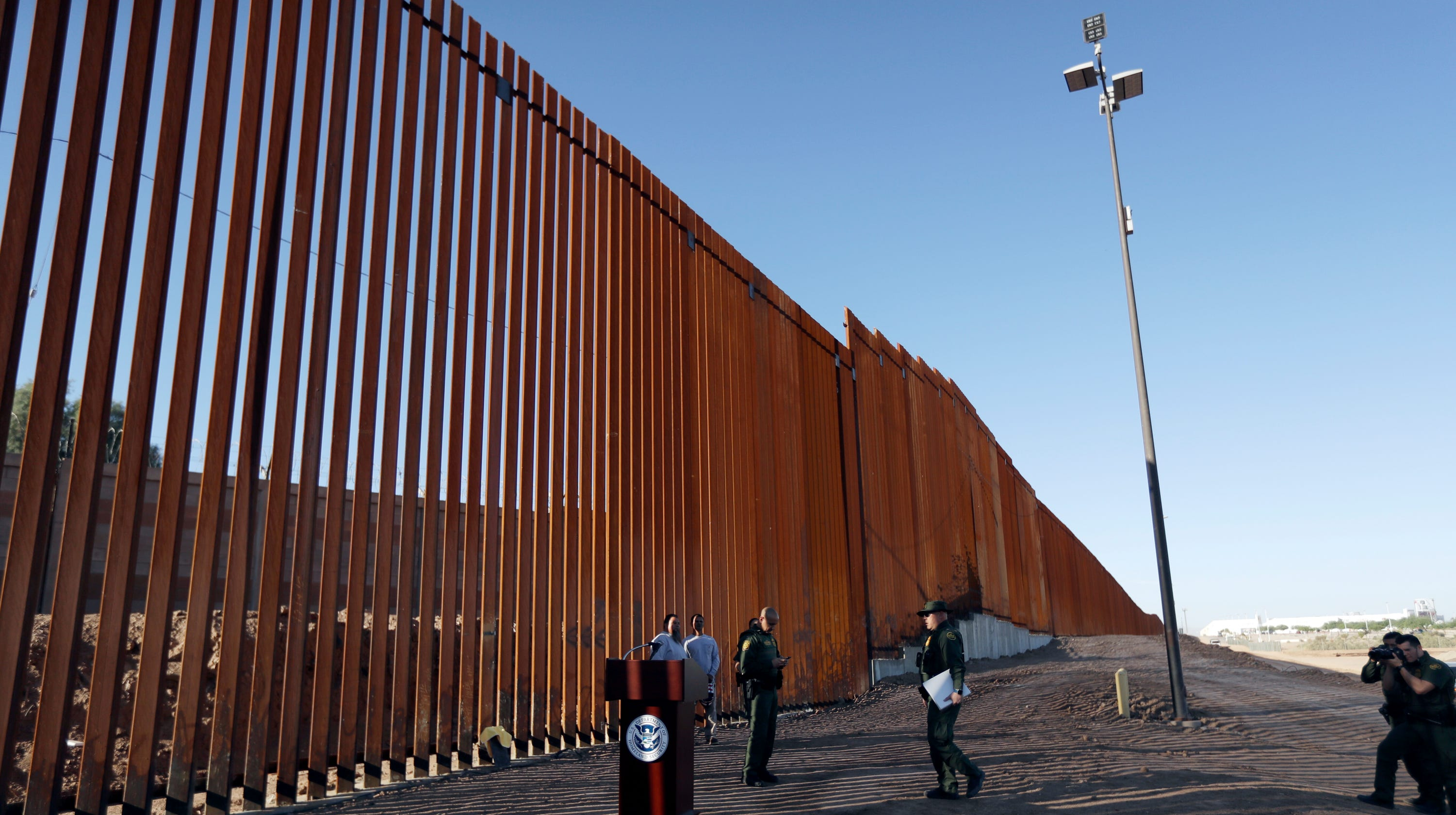 feds awards 287 million contract for border wall replacement