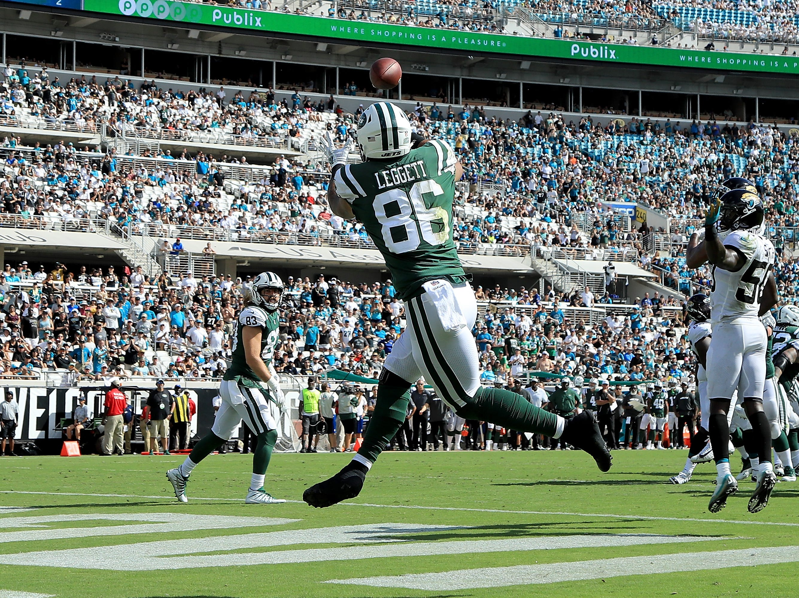 Jordan Leggett #86 of the New York Jets makes a reception for a touchdown during the game against the Jacksonville Jaguars on September 30, 2018 in Jacksonville, Florida.  (Photo by Sam Greenwood/Getty Images)