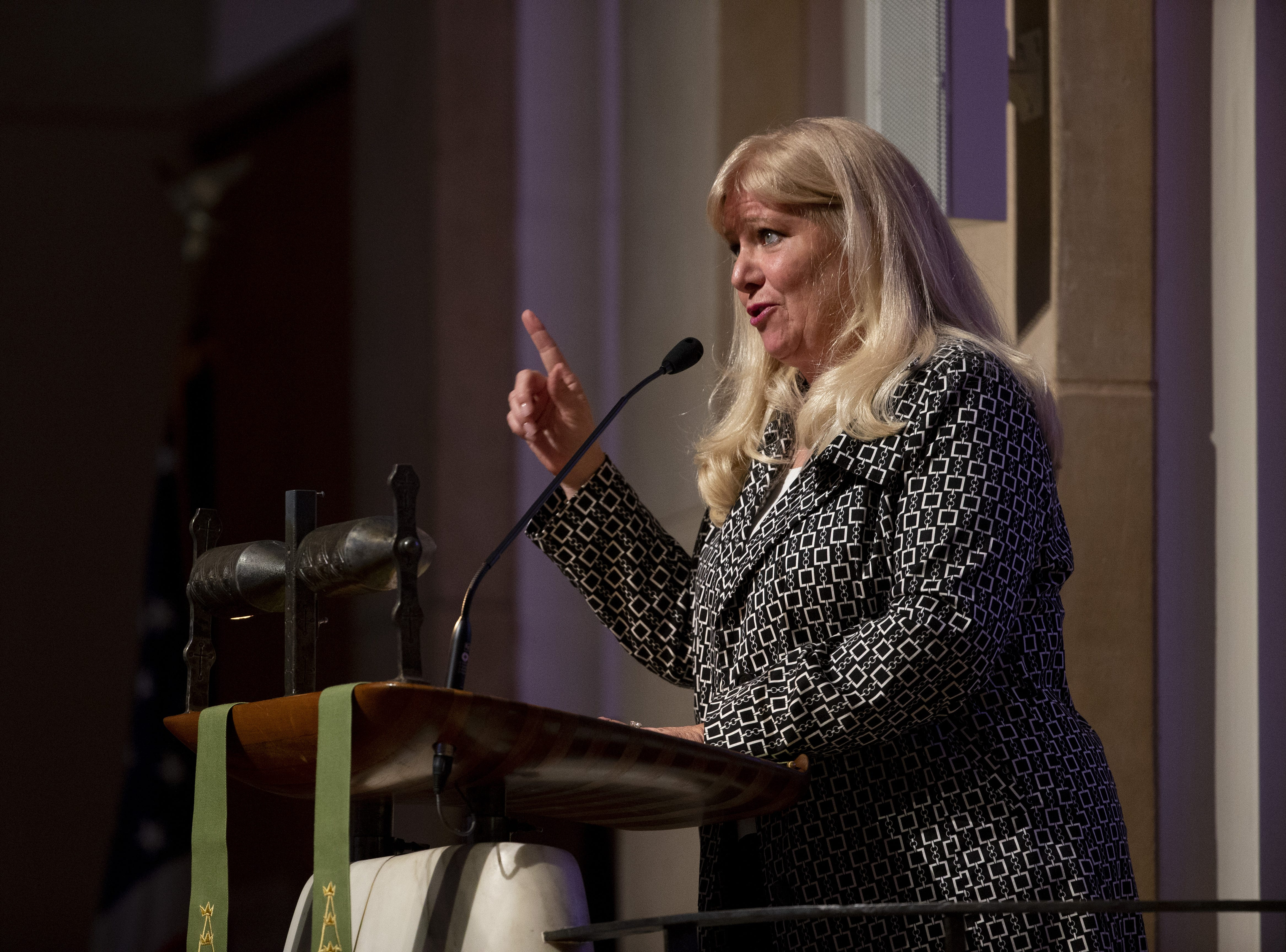 Christi Warren-Beyer speaks during memorial services for her mother, Carolyn Warner, at First United Methodist Church in on October 25, 2018. Warner was the 15th Superintendent of Public Education for the state of Arizona and nearly became the state's first female governor in 1986.