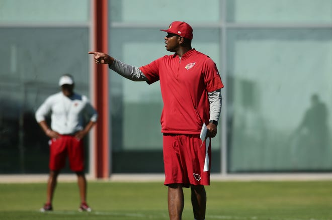 Arizona offensive coordinator Byron Leftwich during practice on Oct. 25 at the Cardinals Training Facility.