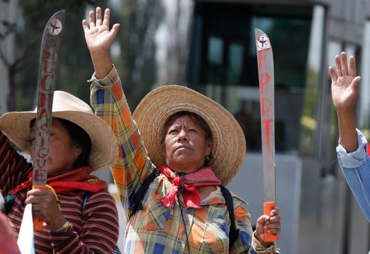 Residentes de Atenco protestan en contra de la construcción del nuevo aeropuerto en Texcoco, México.