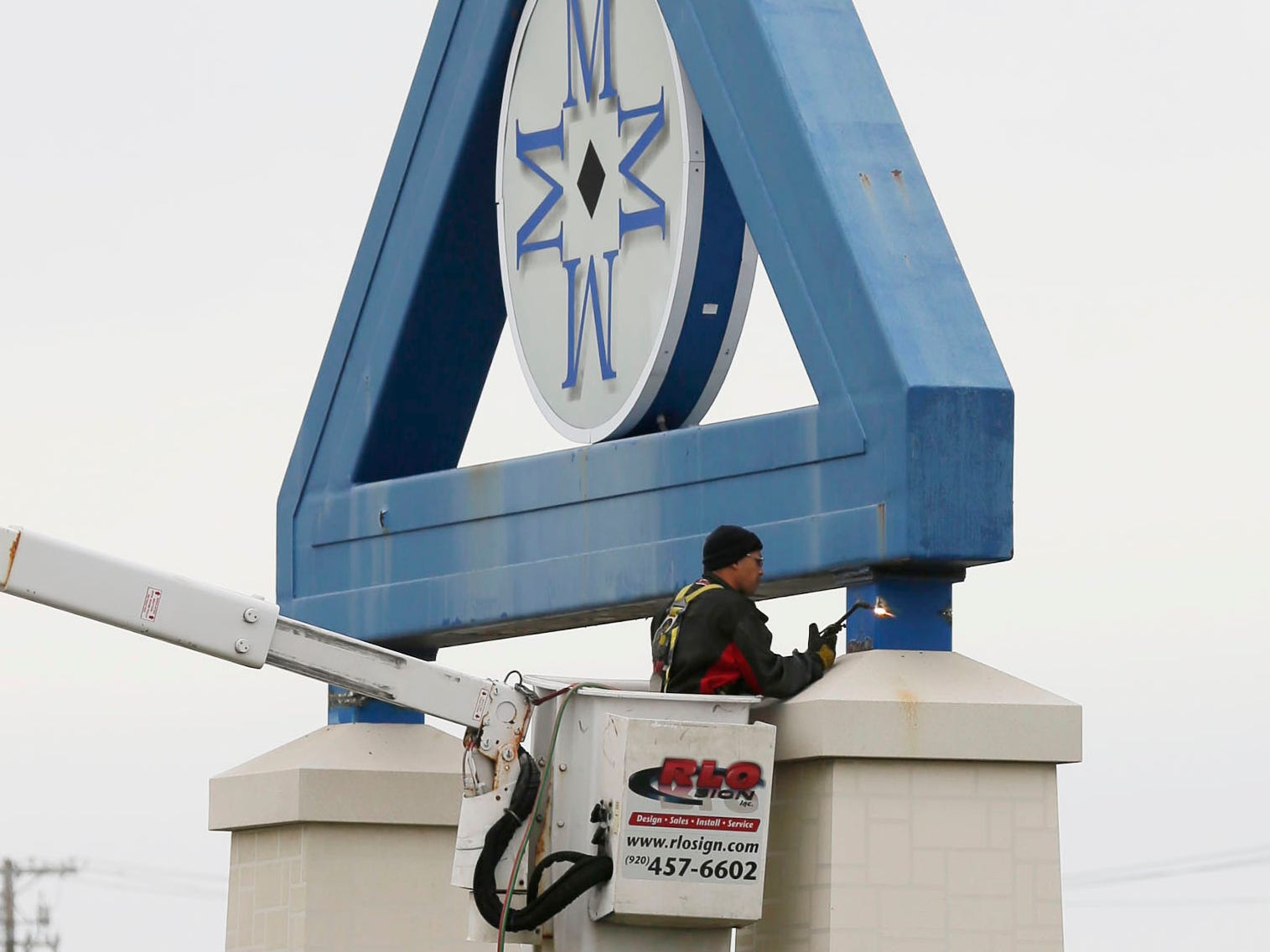 RLO Signs' Tom Peschong uses a cutting torch to dismantle the iconic Sheboygan Memorial Mall sign, Friday, October 26, 2018, in Sheboygan, Wis. A new sign has been erected near the new Meijer's complex.