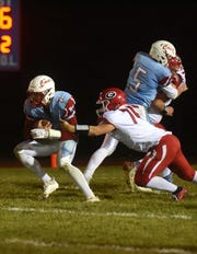 Bon Homme's Joey Slama (7) runs the ball during a game against Gregory in Tyndall, S.D., Thursday, Oct. 25, 2018.