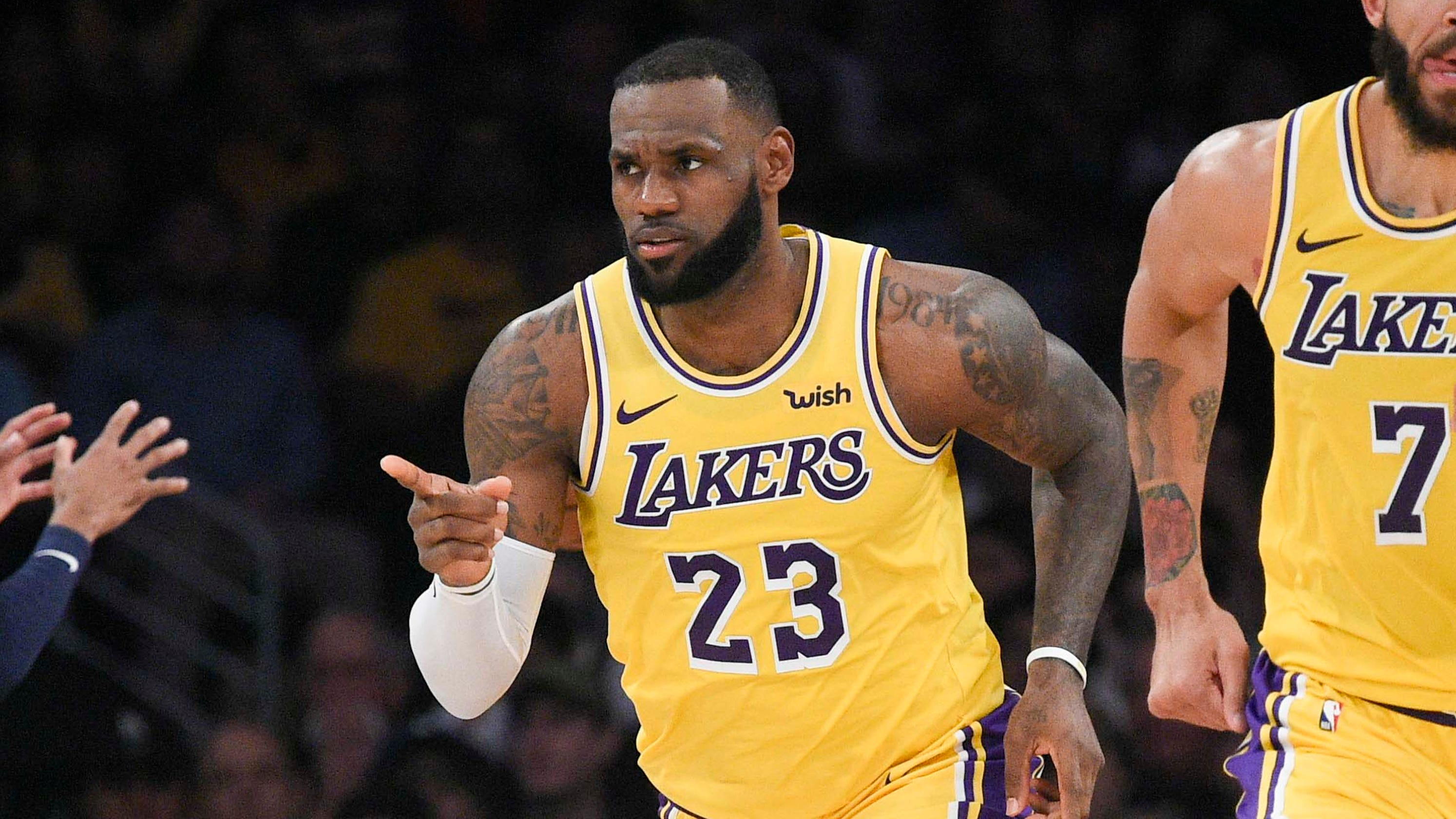 9af05735e8d Kobe Bryant s presence inspires LeBron James in Lakers  first home win