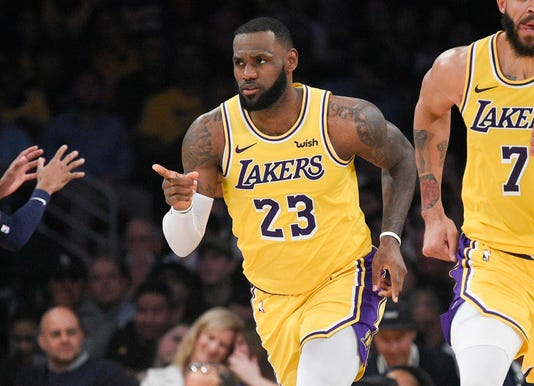 5b0c4664c62 Kobe inspires LeBron in Lakers  first home win