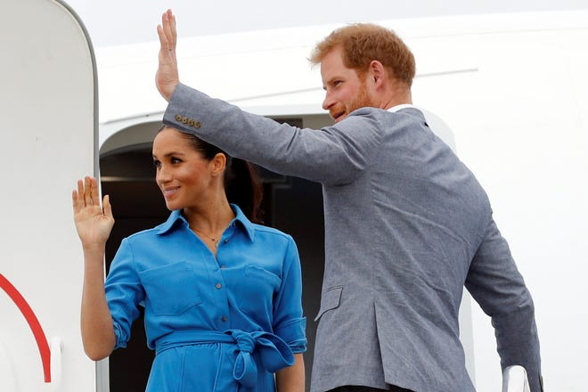 FUA,AMOTU, TONGA - OCTOBER 26: Prince Harry, Duke of Sussex and Meghan, Duchess of Sussex walk together, ahead of Tonga's Princess Angelika, as they depart from Fua'amotu International Airport on October 26, 2018 in Fua'amotu, Tonga. (Photo by Phil Noble - Pool/Getty Images) ORG XMIT: 775225763 ORIG FILE ID: 1053616244