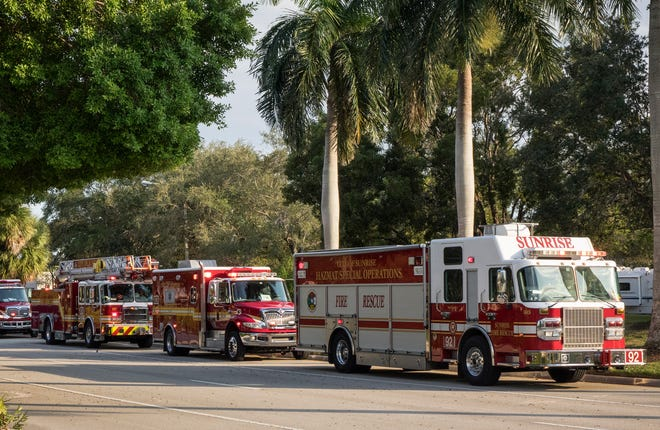 Firefighter and police officers at the building that houses Representative Debbie Wasserman Schultz's office in Sunrise, Florida, on 24 October 2018 after a suspicious package arrived in the mail.