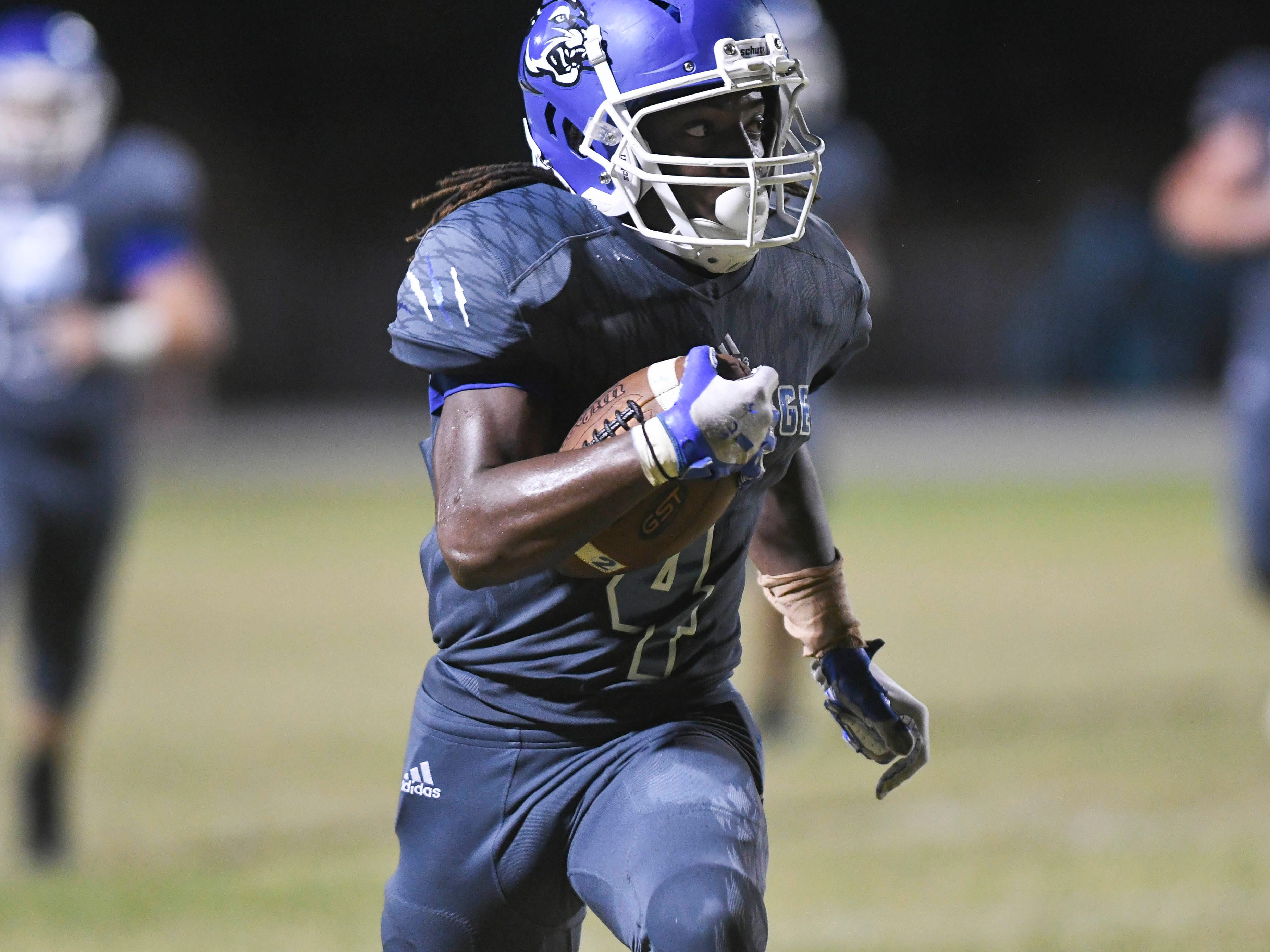 Jumaine McDonald of Heritage scores a TD during Friday's game against Bayside.