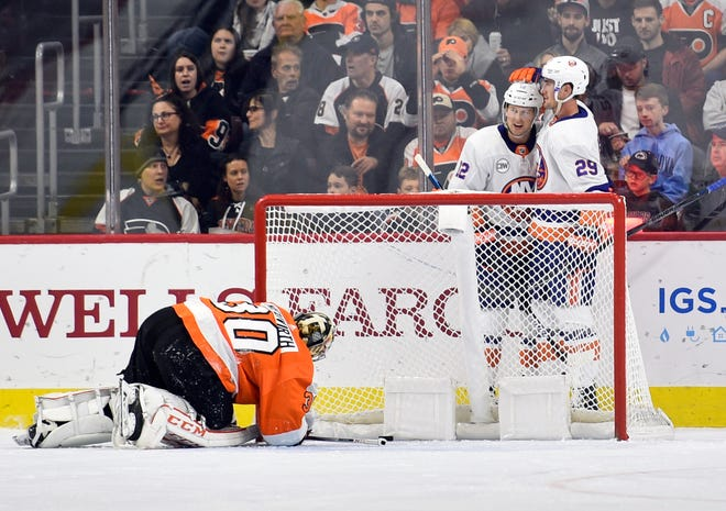 Michal Neuvirth returned to the Flyers' lineup and didn't get much help in front of him. The New York Islanders lit up the Flyers in a 6-1 game.
