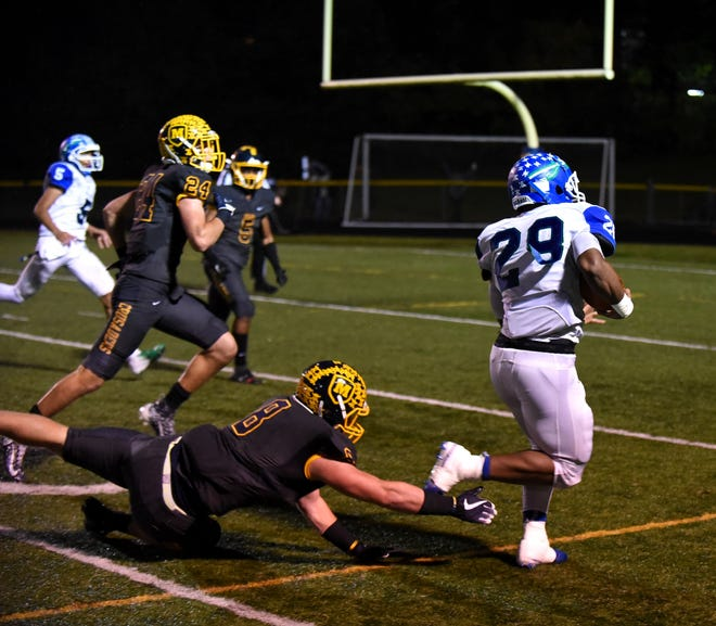 Miyan Williams (28) of Winton Woods breaks free of the Moeller defense and into the endzone for a Warriors touchdown, October 26, 2018.