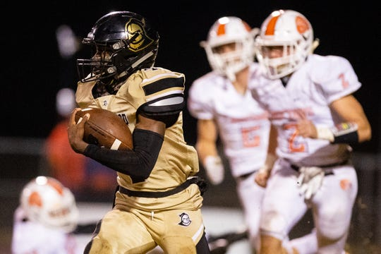 Kavarius Moody (4) of Kenwood runs the ball during the second half at Kenwood Friday, Oct. 26, 2018, in Clarksville, Tenn.