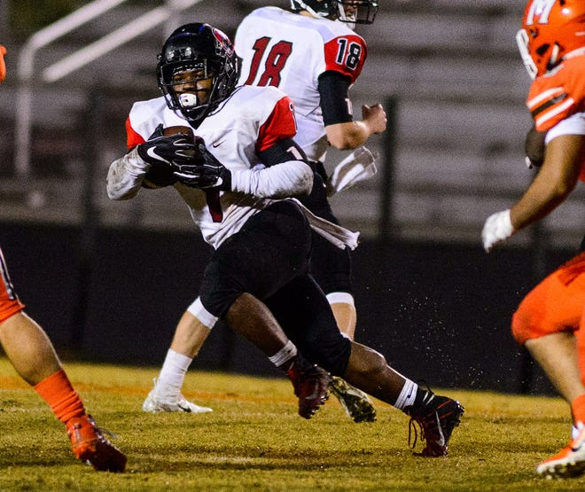 Hillcrest's Collin Whitfield (1) takes a hand off against Mauldin on Friday, October 26, 2018 at Freeman Field.