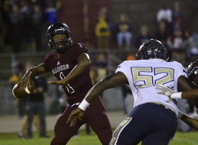 Action from Friday night's game between Gulf Breeze High and Navarre High in Navarre. (Oct. 26, 2018)