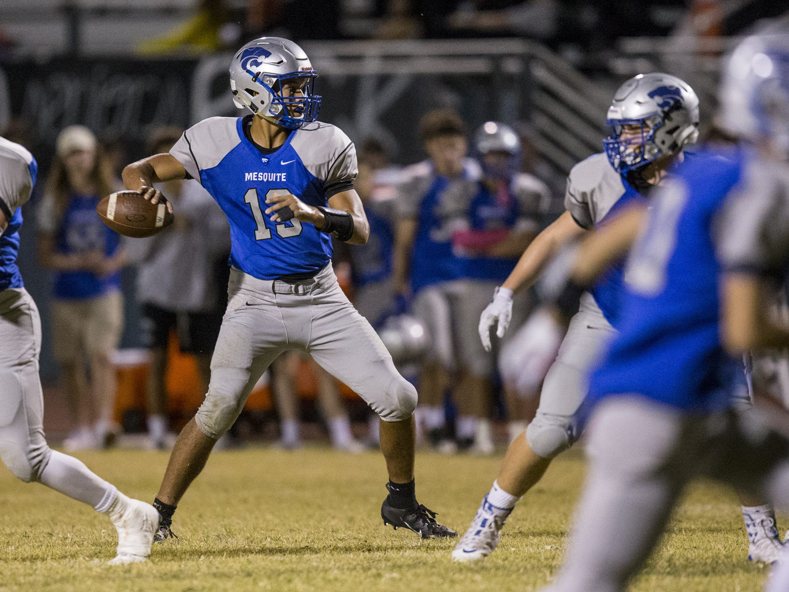 Mesquite's Ty Thompson throws against Saguaro in the second half on Friday, Oct. 26, 2018, at Mesquite High School in Gilbert, Ariz.  #azhsb