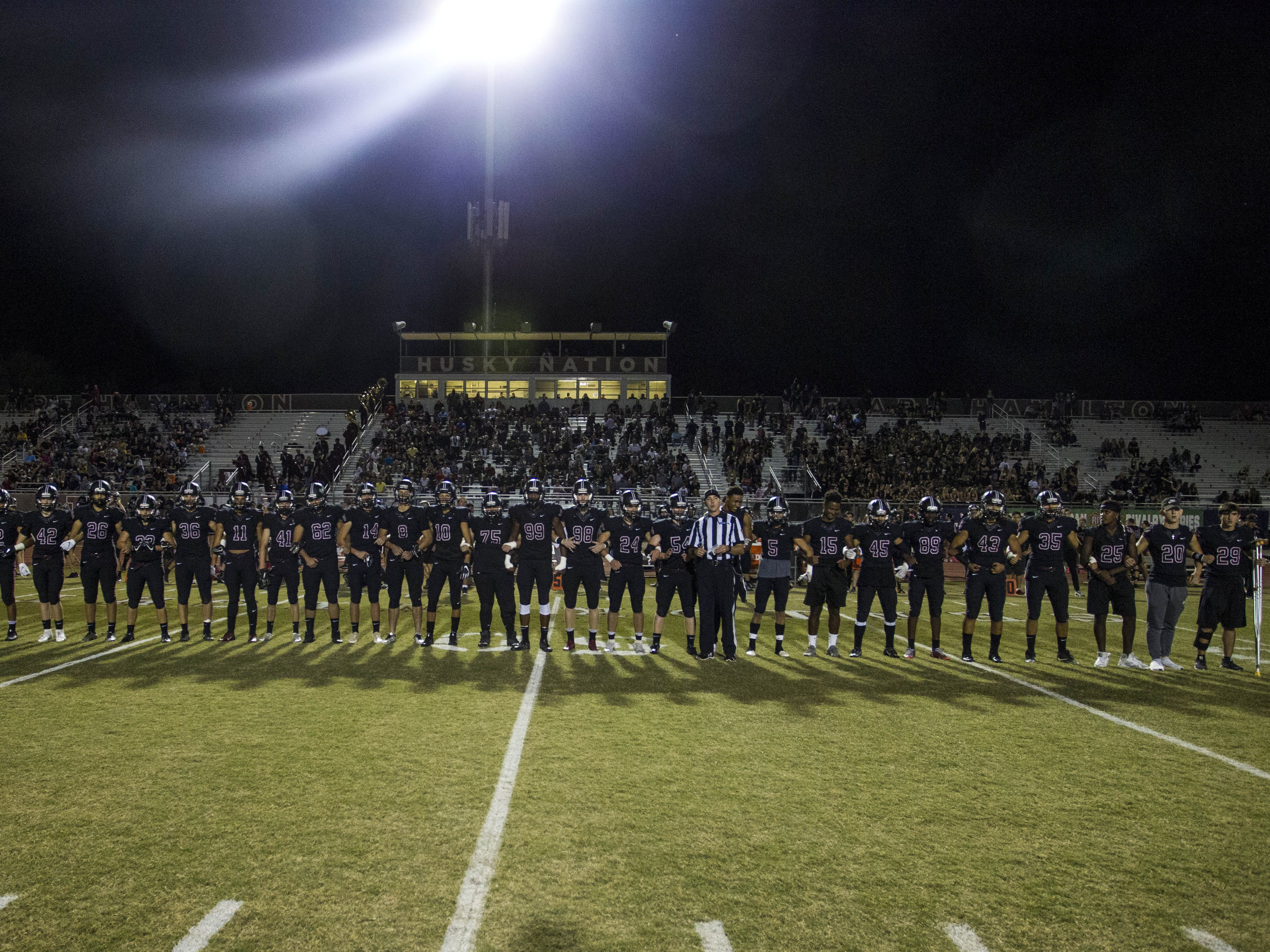 Hamilton players watch the coin toss before their game with Chandler in Chandler, Friday, Oct. 26, 2018. #azhsfb