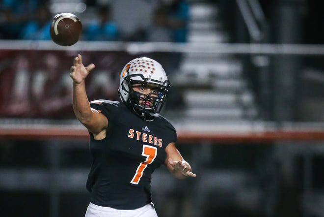 Robert Lee's Daniel Mendoza passes the ball during the game against Bronte Friday, Oct. 26, 2018, in Robert Lee.