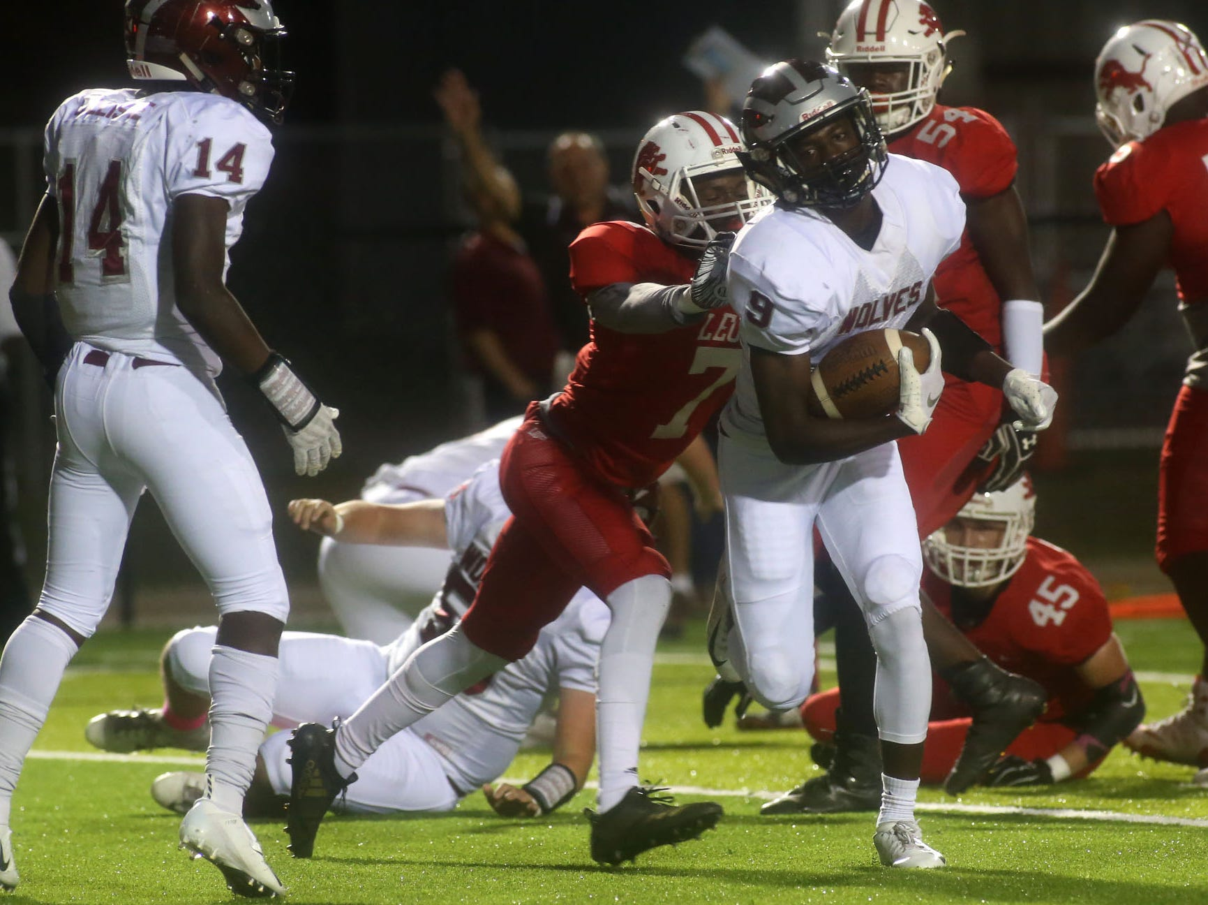 The Leon lions face off against the Chiles timberwolves in high school football at Gene Cox Stadium on Friday, Oct. 26, 2018.