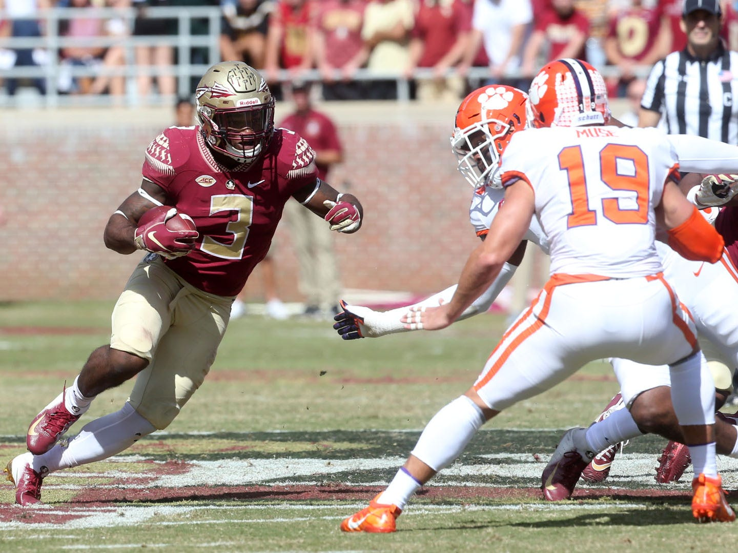 Florida State Seminoles running back Cam Akers (3) runs the ball as the Florida State Seminoles take on the Clemson Tigers in college football at Doak S. Campbell Stadium on Saturday, Oct. 27, 2018.