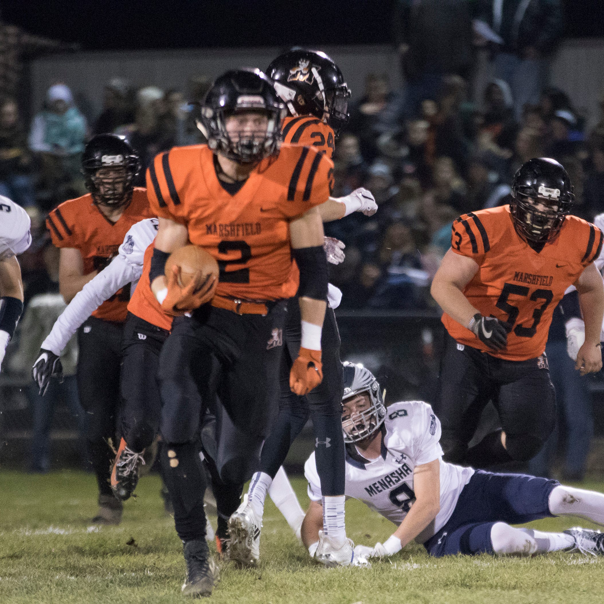 High school football: Marshfield holds off late Menasha push to reach state quarterfinals