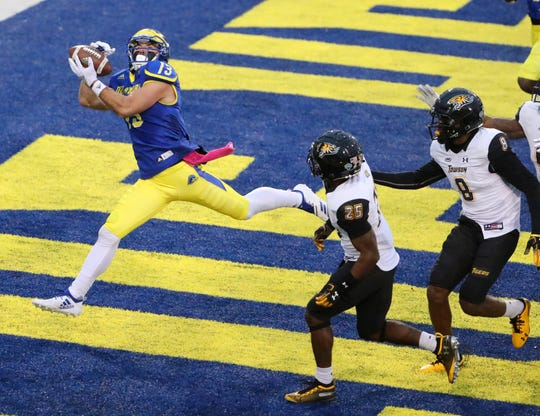 Delaware receiver Vinny Papale pulls in a touchdown pass in the third quarter against Towson at Delaware Stadium.