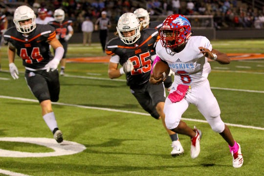 Hirschi's Nate Downing takes the ball around the outside Friday night in Burkburnett.