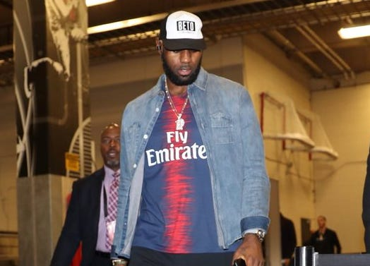 LeBron James made a statement with his hat while arriving at the AT&T Center in San Antonio.