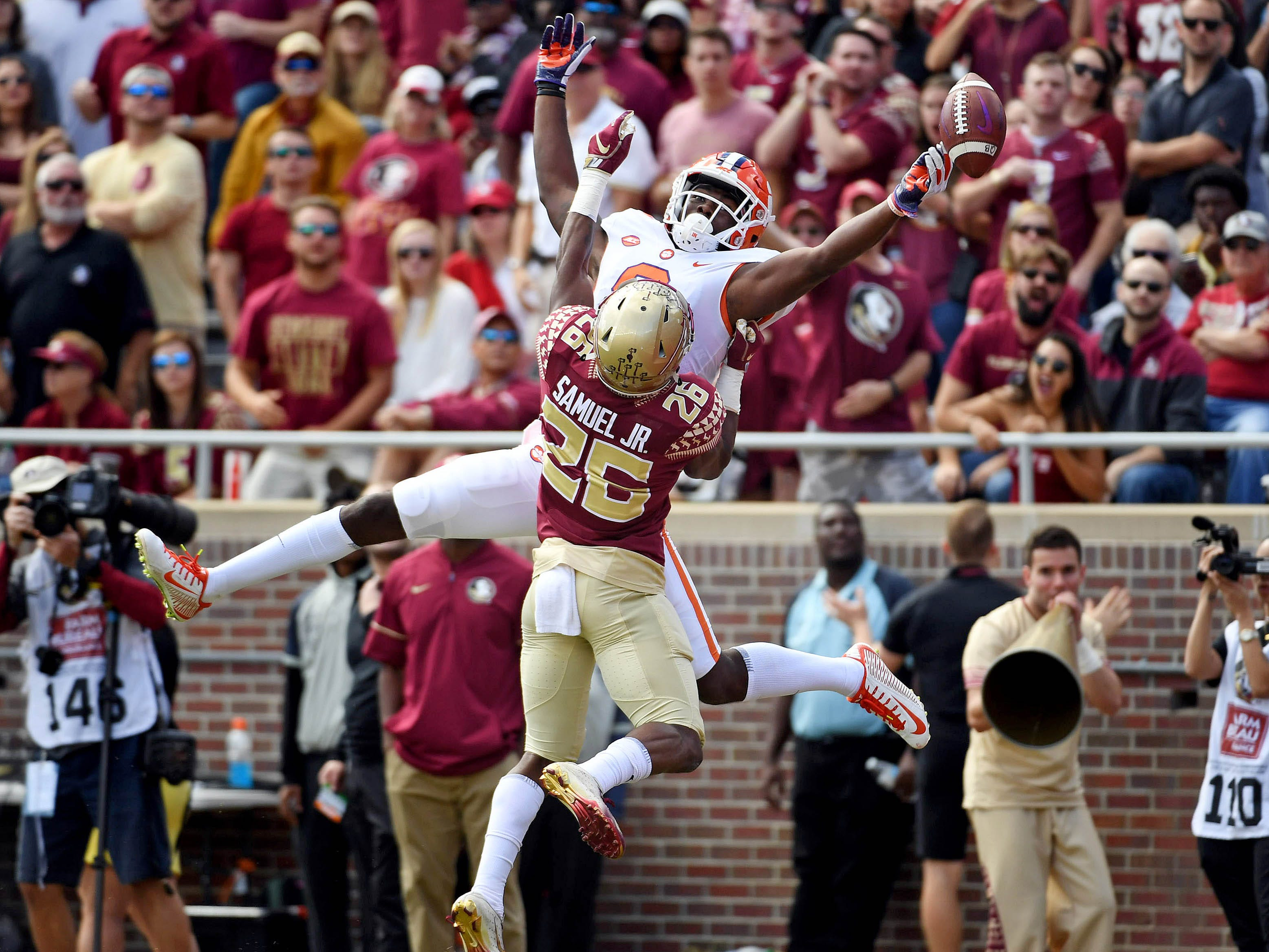 Clemson Tigers wide receiver Justyn Ross (8) misses a pass for a touchdown as Florida State Seminoles defensive back Asante Samuel Jr. (26) defends at Doak Campbell Stadium.