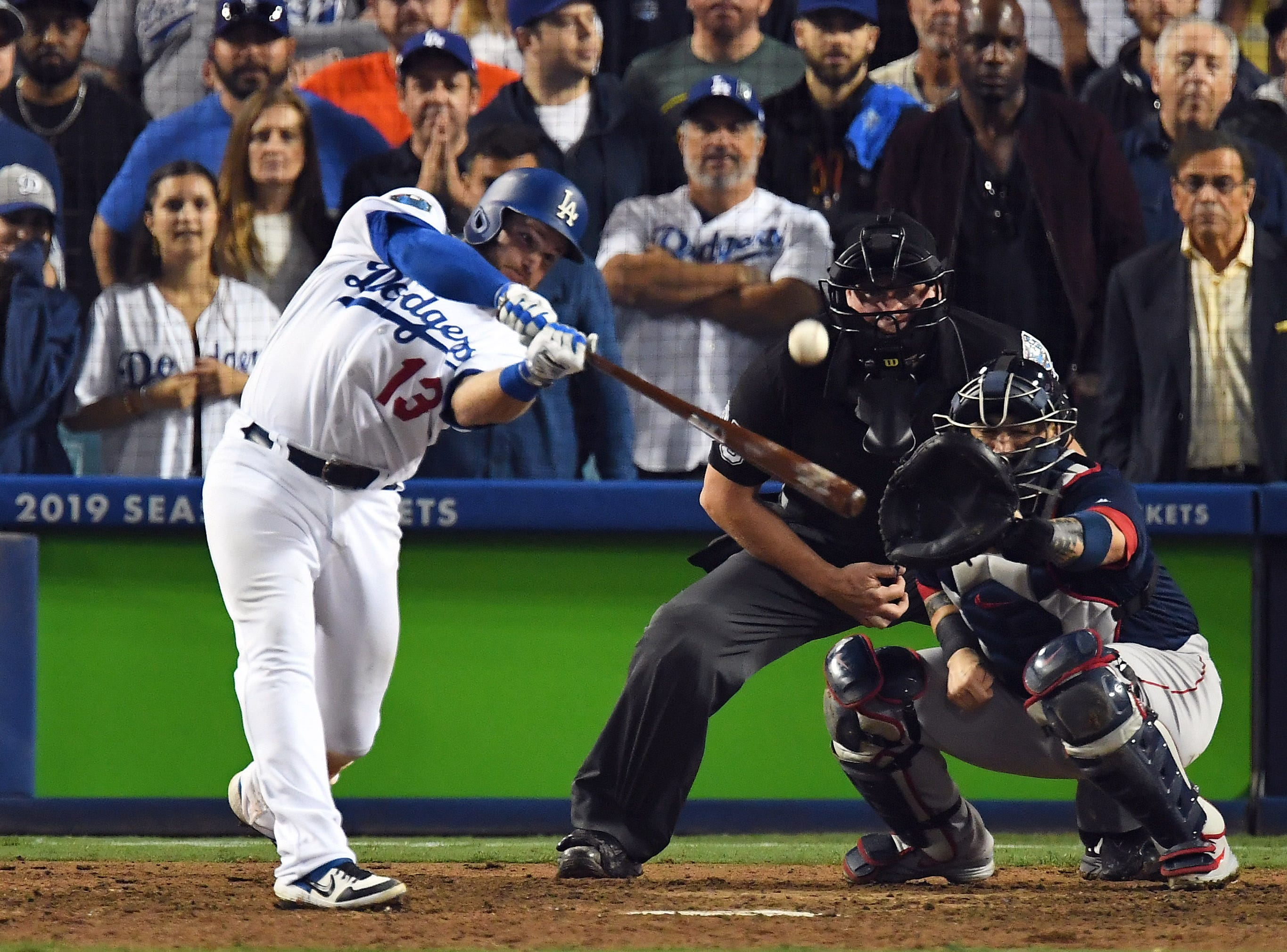 Game 3 at Dodger Stadium: Max Muncy hits a walk-off homer in the 18th.
