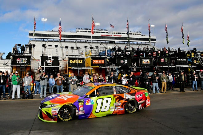 Kyle Busch earned the pole for Sunday's First Data 500 at Martinsville Speedway.