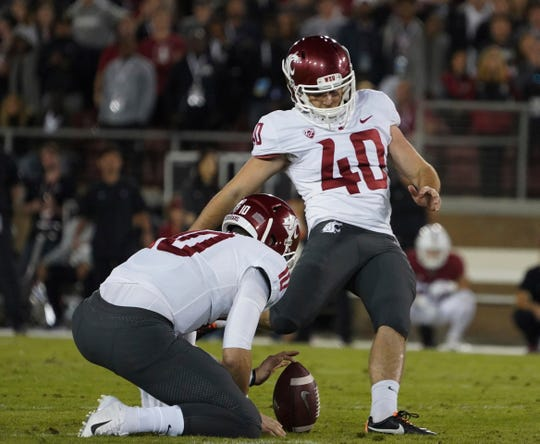 Washington State kicker Blake Mazza (40) kicks the winning field goal from 42 yards with 19 seconds remaining.