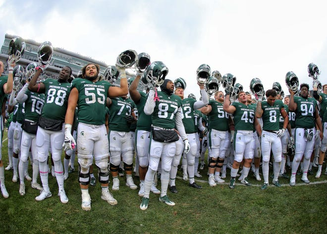 Despite numerous teams in the bottom part of the Free Press' college football top 25 losing on Saturday, Michigan State didn't receive enough points to crack the list. They received points, along with Wisconsin and NC State, which fell out of the rankings. Also dropping out were Oregon, South Florida and Stanford.
