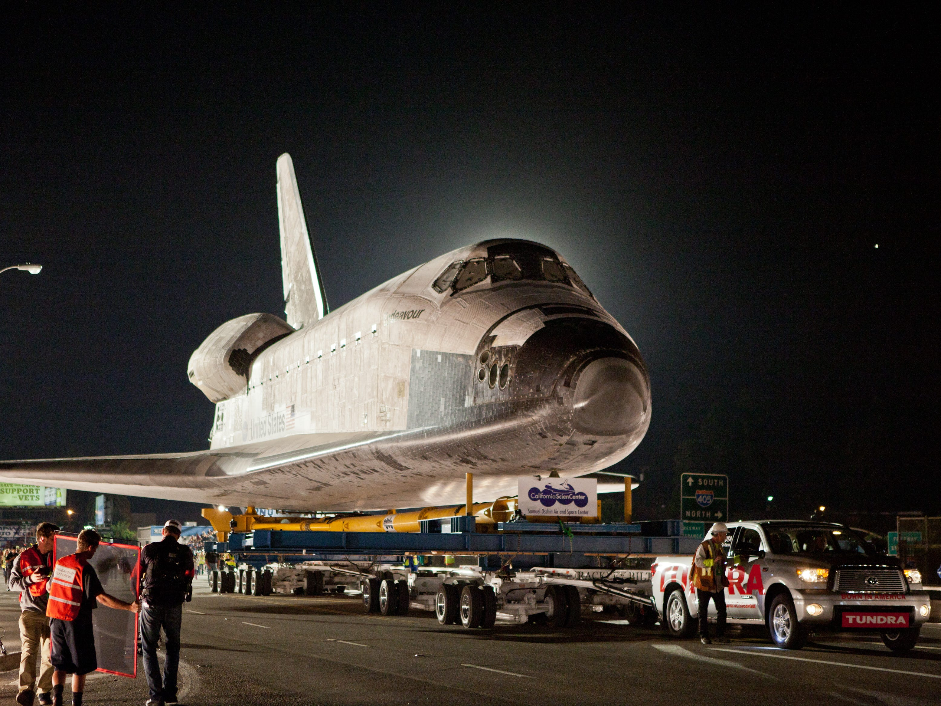 Tundra pulling the Space Shuttle in 2014.