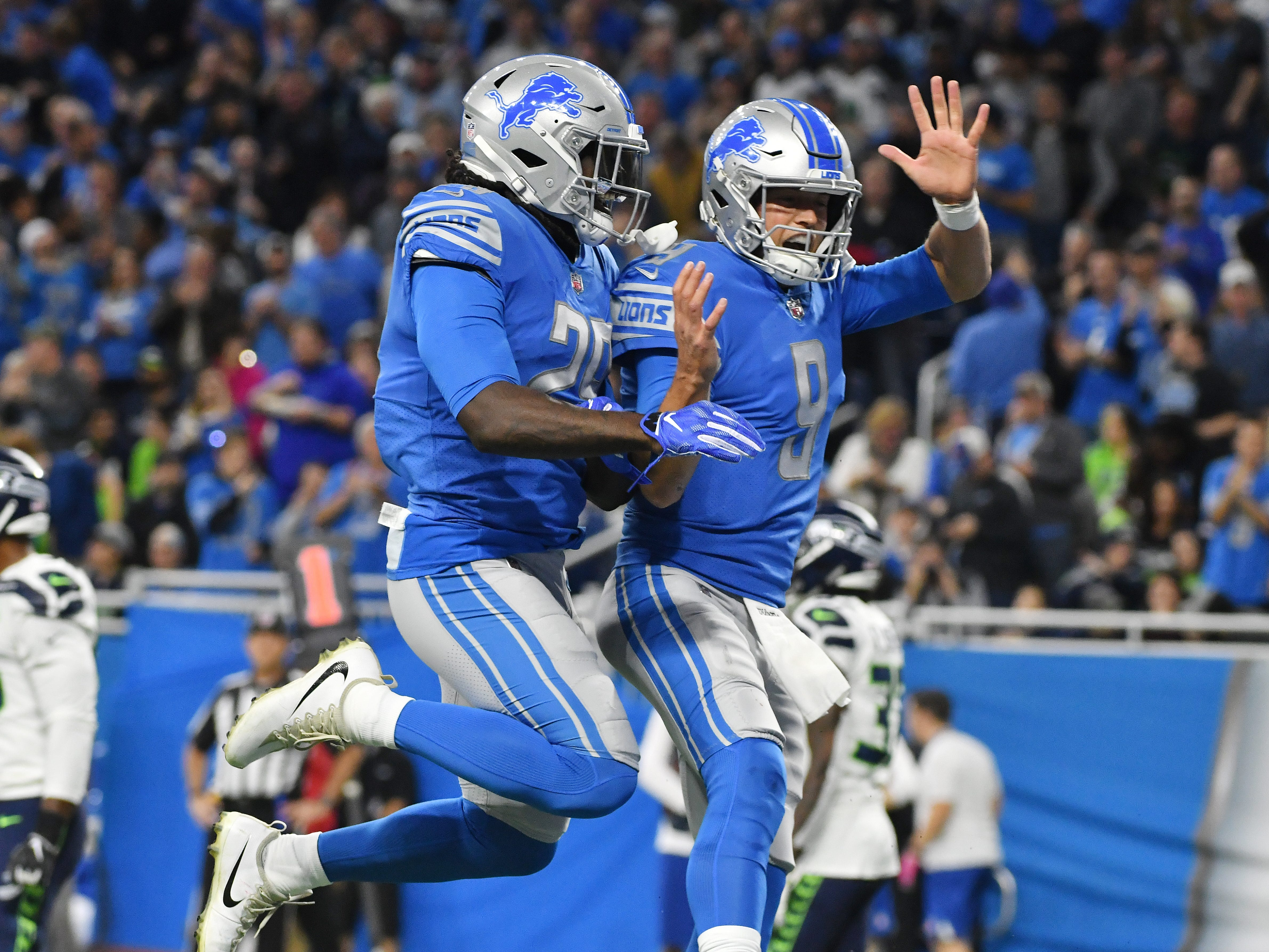 Lions' LeGarrette Blount and Matthew Stafford celebrate Staffords touchdown throw to wide receiver Marvin Jones Jr.  in the first quarter.