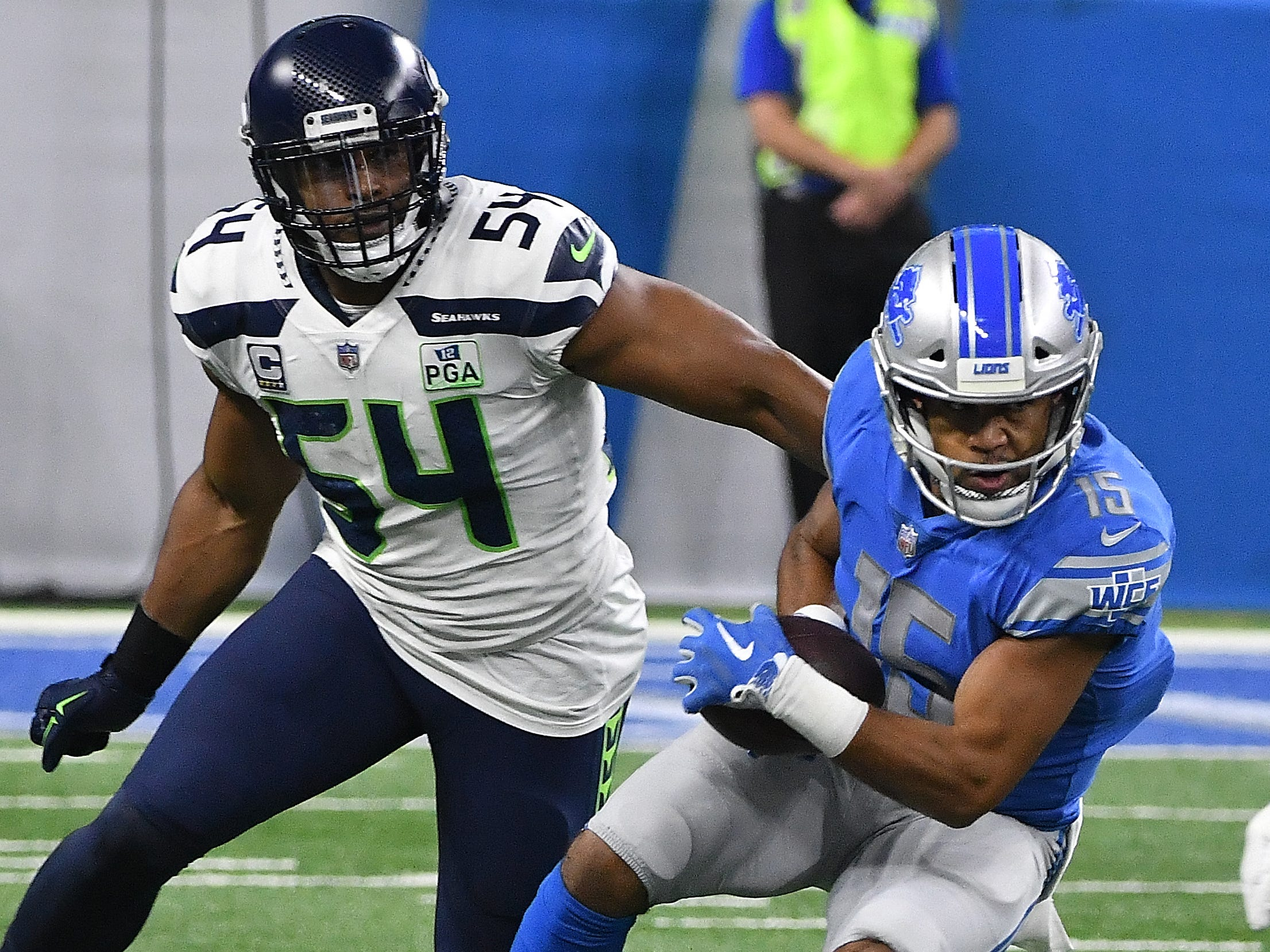 Lions' Golden Tate scrambles after a reception for extra yardage with Seahawks' Bobby Wagner defending in the first quarter.