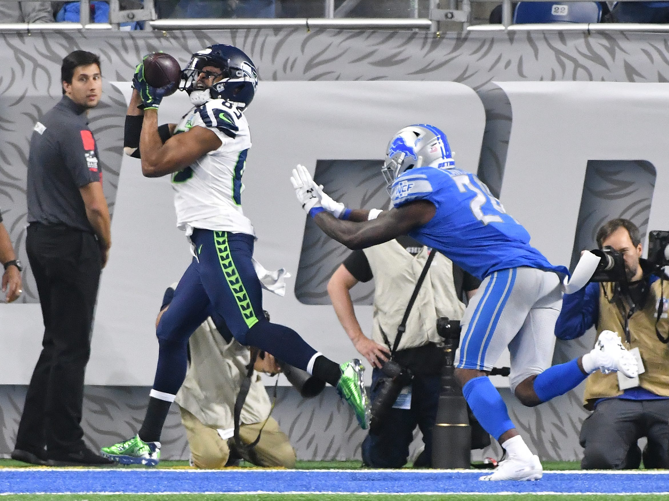 Seahawks' David Moore makes the reception in front of Lions' Nevin Lawson in the end zone but doesn't get two feet down making it an incompletion in the third quarter.