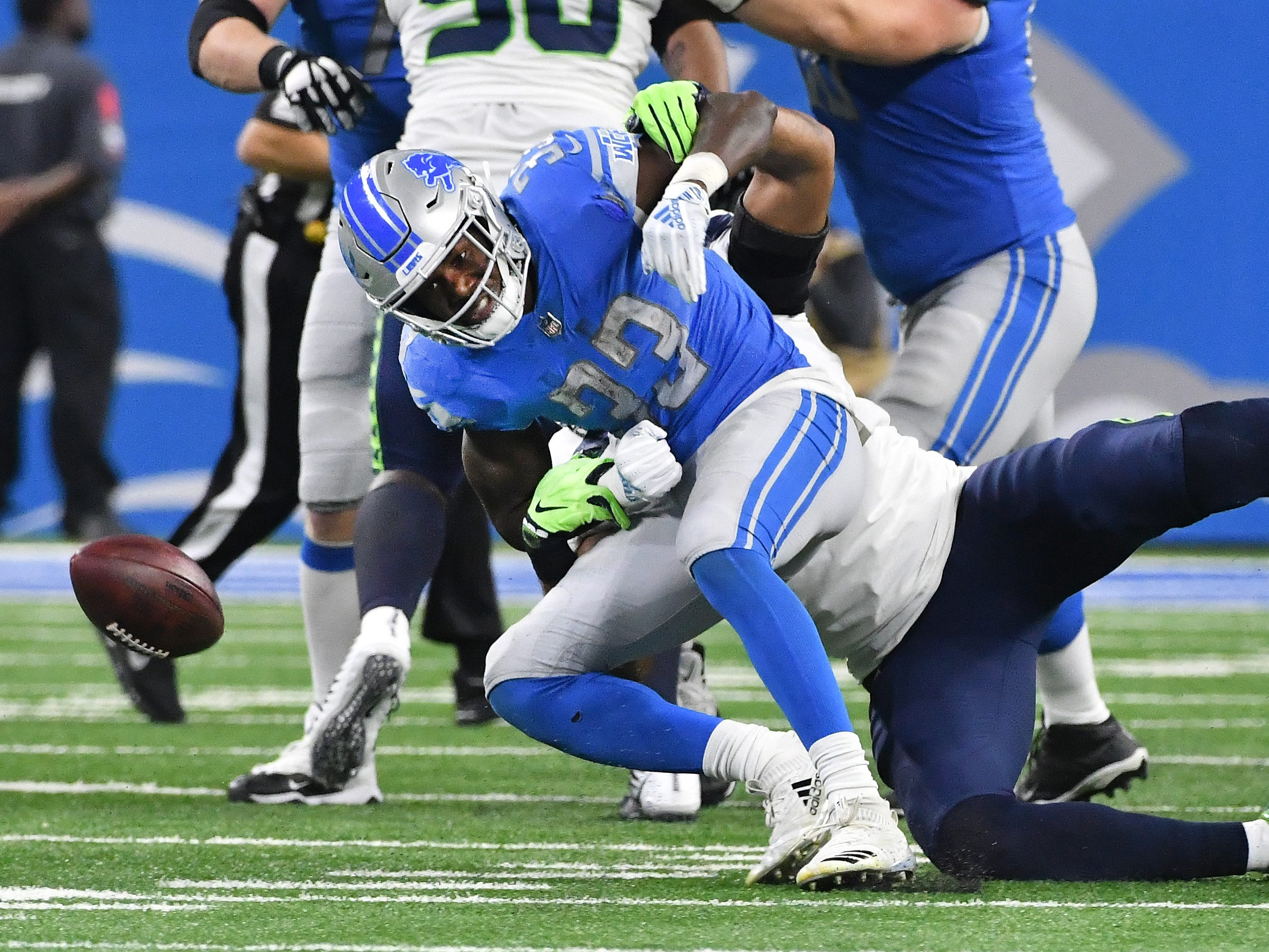Lions running back Kerryon Johnson can't pull in a reception with Seahawks' Bobby Wagner defending in the second quarter.