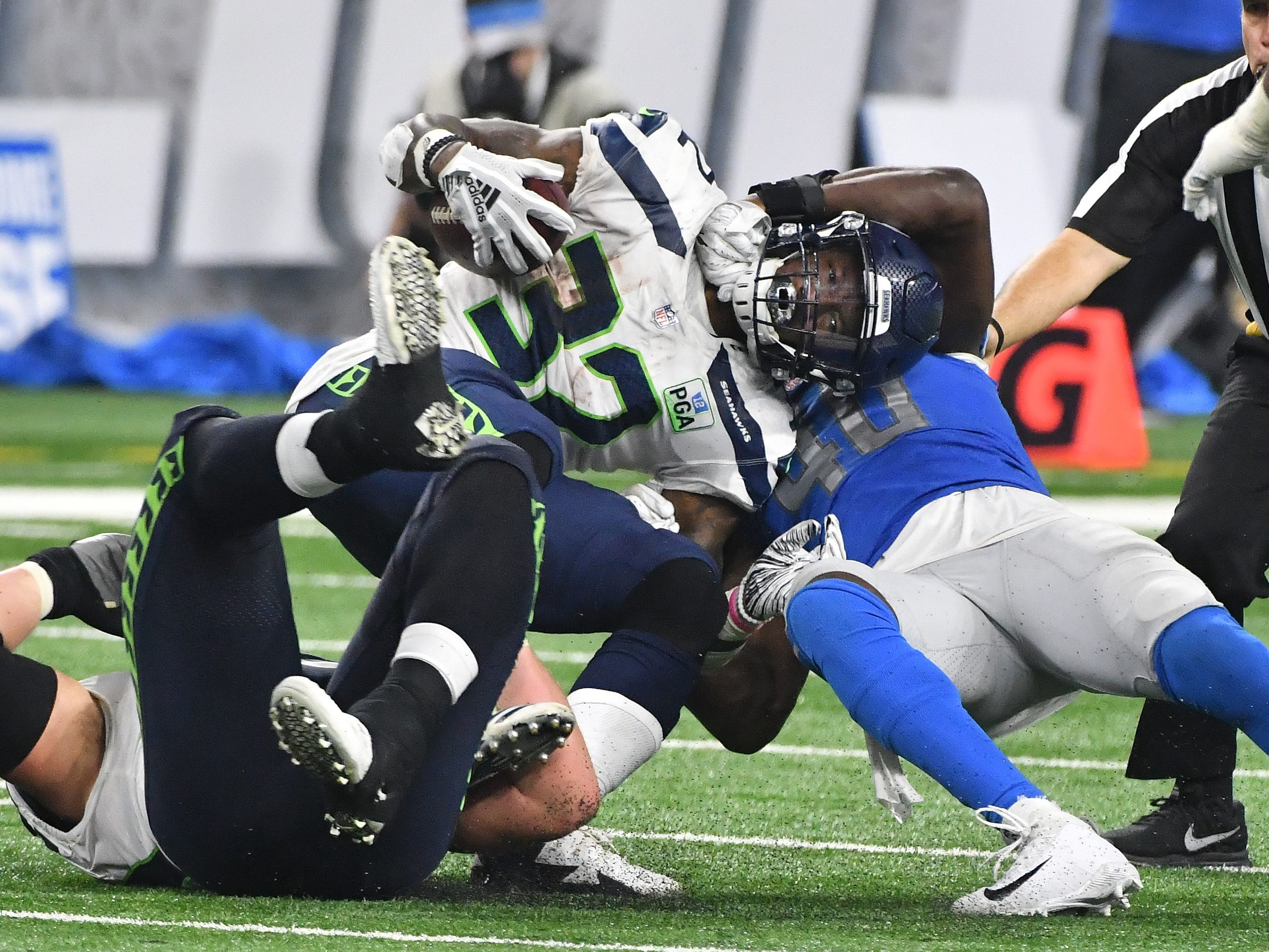 On fourth and one, Seattles' Chris Carson is stopped, turning the ball over to Detroit in the fourth quarter.