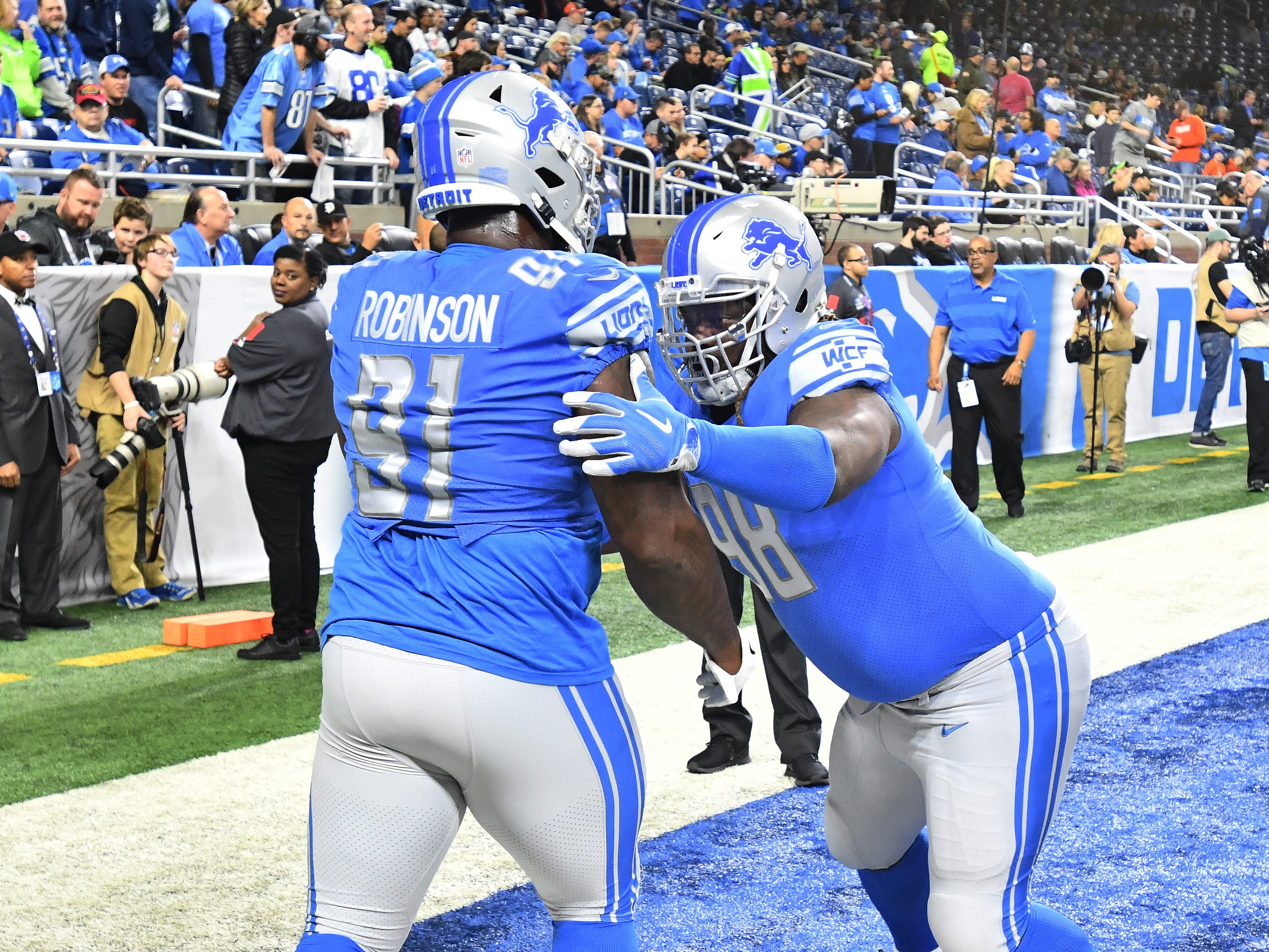 Lions new defensive lineman Damon Harrison Sr. warms up before the game.
