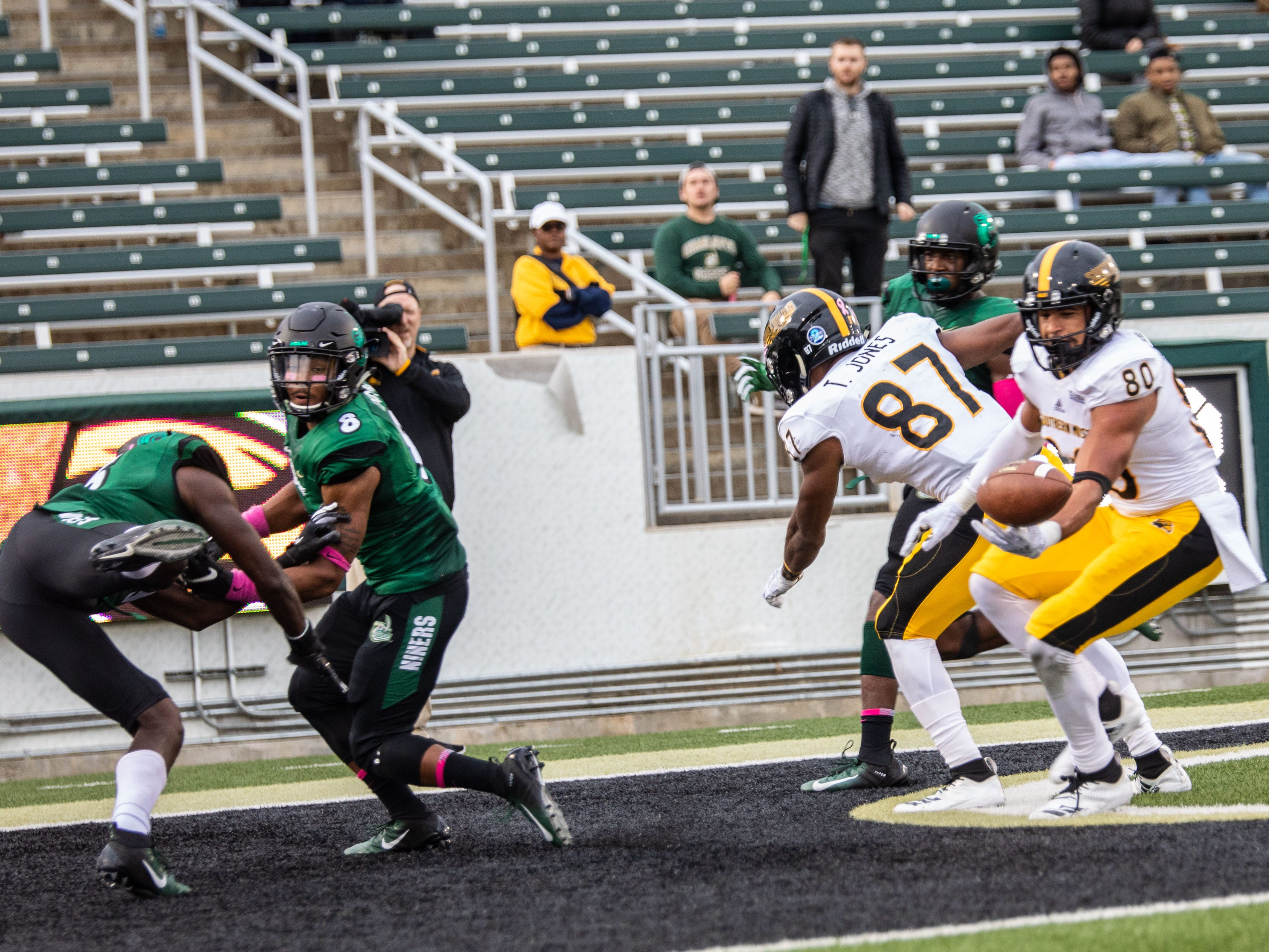 Southern Miss receiver Jordan Mitchell (80) tries to bring in a pass after a deflection in the end zone Saturday in Charlotte, N.C.